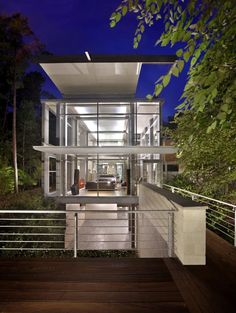 Kenneth E Hobgood Architects designed the Paletz Moi house in Durham, North Carolina.