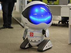 Robô Link237 que recepciona os clientes do Bradesco
