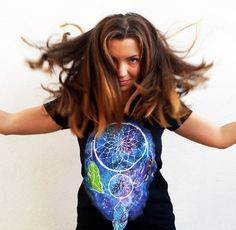Hand painted Galaxy T-shirt. Perfect gift for your girlfriend! Festival Trends, Galaxy T Shirt, T Shirt Painting, Mollie Makes, Awards 2017, Gifts For Your Girlfriend, 2016 Trends, Cool Shirts, Dream Catcher