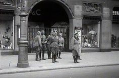 May 1940. German Wehrmacht officers, in front of clothing store Peek en Cloppenburg at the corner of the Kalverstraat and Dam in Amsterdam, are monitoring the arrival of German occupation forces after capitulation of the Dutch armed forces on May 15, 1940. #amsterdam #worldwar2 #Dam