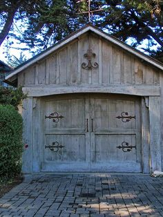 Beautifully rustic garage door - This design would also be great for a shed. Garage Shed, Detached Garage, Garage Gate, Small Garage, Garage Plans, Garage Design, House Design, Carport Designs, Door Design
