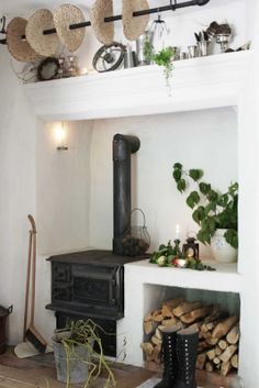 I love old stoves... of course you'd have to have a modern one as well. I don't see myself cooking Christmas dinner for the whole family using that stove. Nice for making tea though!