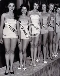 Delegates to the Miss Universe pageant of posing in their swimsuits in Long Beach, California. Miss Universe Swimsuit, Prom King And Queen, Vintage Bathing Suits, Victorian Photos, Beauty Contest, Vintage Girls, Vintage Stuff, Estilo Retro, Beauty Pageant