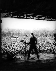 128-the-clash-paul-simonon-onstage.jpg