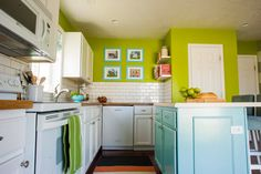 love this woman's home!  Tons of pictures of different parts of her home and accompanying tutorials!