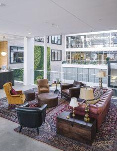 Otwarte wnętrza, wnętrza biurowe wydzielone tylko za pomocą designu - zobacz jak wyglądają nowoczesne przestrzenie biurowe jednego z biur formy AirBnB i zainspiruj się! Po więcej inspiracji zapraszam na bloga Pani Dyrektor - nowy wpis czeka!
