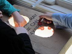 Hole Lot of Sensory Play going on.even on the light box Sensory Boxes, Sensory Table, Reggio Emilia, Sensory Lights, Reggio Inspired Classrooms, Light Board, Light Games, Small World Play, Rainbow Room