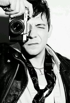 """Jamie Hince """"Shout when you wanna get off the ride 'Cause you crossed my mind, you crossed my mind"""" (Sour Cherry) Queer Fashion, Fashion Moda, Boy Fashion, Music Do, Music Is Life, Beautiful One, Beautiful People, Alison Mosshart, Tiger Beat"""