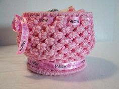 This basket is cute and quick to make. It is the perfect project for those with some knotting experience and also for those with no knowledge of macrame and who are new to the craft. Depending on t...