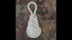 How to tie the pipa knot is part of my challenge of tying a new knot everyday for 100 days! How to tie the pipa knot is part of my challenge of tying a new knot everyday for 100 days! Macrame Plant Hanger Patterns, Macrame Wall Hanging Diy, Macrame Art, Macrame Projects, Macrame Knots, Macrame Patterns, How To Macrame, Yoga Dekor, Rope Crafts