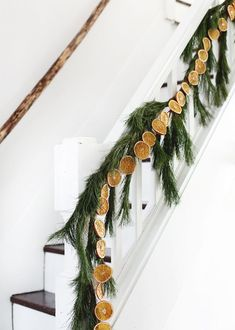 DIY Dried Orange Garland - The Merrythought Bohemian Christmas, Natural Christmas, Cozy Christmas, Scandinavian Christmas, Simple Christmas, Christmas Wreaths, Christmas Decorations, Xmas, Holiday Decorating
