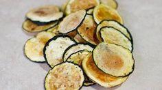 Estos chips de calabacín (zucchini) son realmente deliciosos y son una buena opción para reemplazar las clásicas papas fritas. Además, son muy fáciles de hacer. Una observación antes de comenzar...