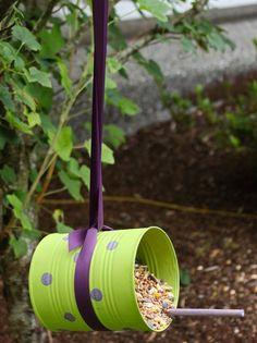 clever DIY birdfeeder