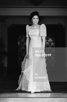 The most beautiful First Lady the Philippines ever had Imelda Marcos. Modern Filipiniana Gown, Filipiniana Wedding Theme, Philippines Dress, Philippines People, Philippines Culture, Manila Philippines, Evening Dresses, Formal Dresses, Wedding Dresses