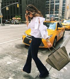 https://s-media-cache-ak0.pinimg.com/736x/8d/62/6d/8d626d1f4a91266b1c9c5905222e1fd9--flare-jeans-outfit-jeans-flare.jpg