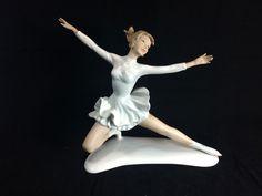 antique Porcelain WALLENDORF Tänzer Schlittschuhläufer