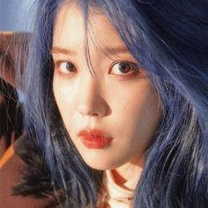 Iu Twitter, Iu Fashion, Aesthetic Photo, Korean Actresses, Queen, Snsd, K Idols, Korean Singer, Blue Hair