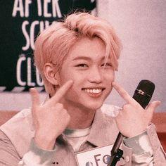 smiley felix (``w``) K Pop, Kids Icon, Felix Stray Kids, Lee Know, Kpop Aesthetic, Boyfriend Material, K Idols, Kids Board, Freckles