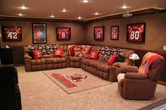 THIS! I could easily swap out the blankets and pillows and wall decor for baseball/football season