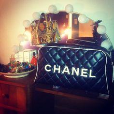 Du Chanel dans tout ses états...suivez nos ventes aux enchères sur www.lacparis.com #encheres #mode #luxe #chanel #maroquinerie #lacparis