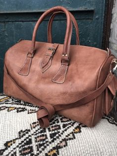b56cad78cff2 TAN LEATHER OVERNIGHT BAG