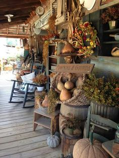 Soaking in all the charm of autumn displays EVERYWHERE!!! Happy Fall Y'all, Autumn Porches, Rustic Porches, Country Porches, Front Porches, Primitive Fall, Autumn Scenes, Hello Autumn, Stone Tiles