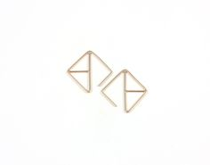 These angular ear hugs in 14K recycled gold make an impact with their bold geometry but are small and light enough to become your everyday pair. Measuring approximately 20mm by 20mm, they are available in solid yellow, white or rose gold (please make your selection from the drop down menu).
