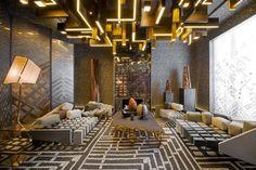 Los mejores proyectos del arquitecto y diseñador @jeanlouisdeniot | Para más de decoración de interiores visita nuestro blog: http://decorarunacasa.es/ decoración de interiores #decoración #mesasdecentro
