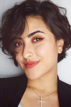 25 Chin Length Bob Hairstyles That Will Stun You in 2019 - Style My Hairs Bob Hairstyles For Thick, Choppy Bob Hairstyles, Short Wavy Haircuts, Tomboy Hairstyles, Office Hairstyles, Anime Hairstyles, Stylish Hairstyles, Hairstyle Short, School Hairstyles