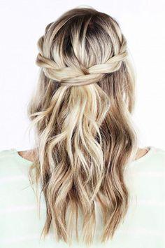 Le balayage blond sur cheveux mi-longs tressés