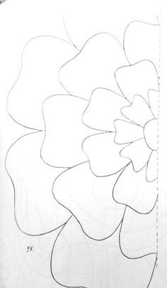Flower template- use as a focal point on quilt and then outline around like ripples in water to the edges Applique Templates, Applique Patterns, Flower Patterns, Quilt Patterns, Felt Flowers, Diy Flowers, Fabric Flowers, Paper Flowers, Diy Paper