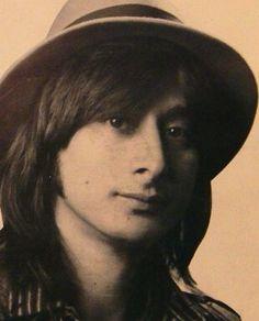サラサラなヘアにくりんとかわいい目がかわいいスティーブ・ペリーに釘付け!