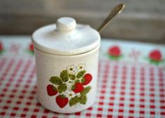 strawberry sugar pot with lid and jelly spoon Strawberry Kitchen, Strawberry Recipes, Strawberry Patch, Strawberry Fields, Kitchen Jewels, Sugar Pot, Kitchen Themes, Hostess Gifts, Strawberries