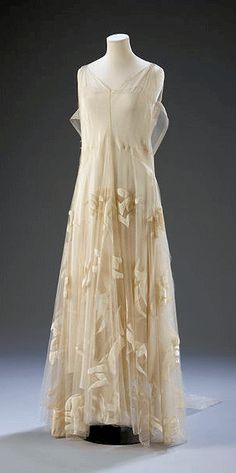 1935 Madeline Vionnet haute couture dress in organza, tulle, and silk velvet, at Victoria and Albert Museum Collection, London, via @~ Mlle.