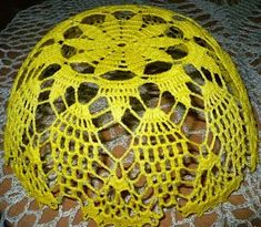 This Pin was discovered by Mnv Crochet Vase, Easter Crochet, Crochet Tablecloth, Bead Crochet, Crochet Doilies, Crochet Flowers, Diy Crafts Crochet, Crochet Projects, Filet Crochet Charts
