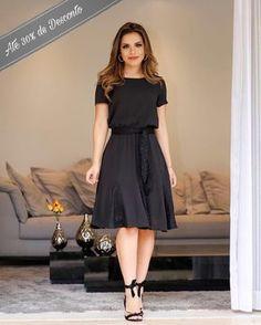 Guia completo do Vestido Midi! Modest Dresses, Modest Outfits, Simple Dresses, Modest Fashion, Cute Dresses, Beautiful Dresses, Fashion Dresses, Jw Mode, Dress Skirt