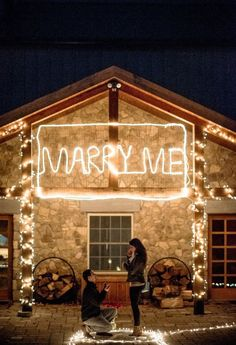 The perfect marriage proposal: 40 romantic ideas Winter Proposal, Christmas Proposal, Romantic Proposal, Perfect Proposal, Proposal Ideas, Romantic Ideas, Christmas Ring, Proposal Photos, Surprise Proposal