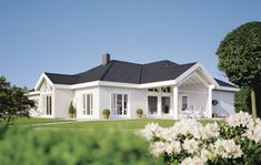 Bungalow Exterior, Style At Home, Sweet Home, Mansions, House Styles, Home Decor, Nice Houses, House Design, Floor Layout