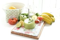 Receta de Zumo detox saciante con Thermomix®. Una mezcla de apio, manzana, hierbabuena y lima. Verás que rico.