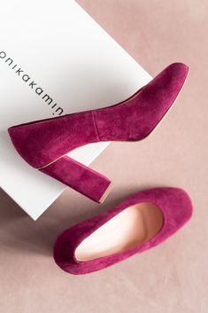 W garderobie kapsułowej nie może zabraknąć eleganckich, klasycznych, a zarazem wygodnych butów. W naszych butach Twoja stopa będzie lekka niczym piórko. Te buty zostały tak zaprojektowane, żeby stopa wyglądała smukło. #classyfashion, #classystyle, #classygirl, #classyoutfit, #businesslook, #outfitdaily, #minimalismfashion, #minimalizm, #szafakapsułowa, #timelessstyle, #MonikaKaminska #kolekcjaclassics