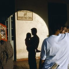 Alex Webb (born 5 May San Francisco, California) is an American photographer. He began working as a photojournalist in Webb joined Magnum Photos in Henri Cartier Bresson, Magnum Photos, Martin Parr, Alex Webb, Fotografia Social, Poesia Visual, Double Exposition, Light In, Reportage Photo