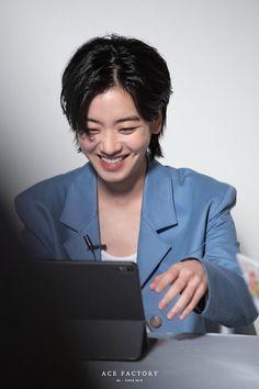 '씨네21' 단독 커버 장식한 이주영 : 네이버 포스트 Korean Actresses, Korean Actors, Lee Joo Young, Long Pixie, Kpop Guys, Mullets, These Girls, Cute Hairstyles, Pretty People