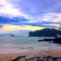 #CostaRica now!! #beautiful #beach at #manuelantonio #nationalpark.  #中南米 は #コスタリカ まできていますコスタリカ思った以上に発展してて色々とビックリ普通に生活できるレベルだよ#エコツーリズム が有名で今日は首都 #サンノゼ から#マヌエルアントニオ #国立公園 へ行ってきました#熱帯雨林 の #ジャングル のなかたくさんのナマケモノやイグアナかわいいお猿さんが野生でウロウロしてました #ecotourism #travel #bustrip #travelblogger #summertrip #latinamerica #latin #ラテン #なつやすみ #夏 #summer2016 #vacation #トラベルブロガー