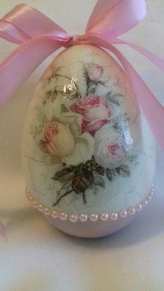 Egg Crafts, Easter Crafts, Diy And Crafts, Decoupage, Egg Shell Art, Easter Egg Designs, Egg Art, Shell Crafts, Egg Decorating