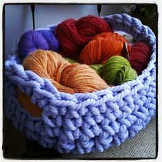 Ganxet XL / Ganchillo XL Crochet Tutorials, Diy Crochet, Merino Wool Blanket, Baskets, Diy Crafts, Throw Pillows, Knitting, Sewing, Weaving