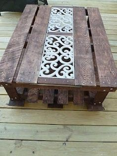 DIY::Pallet Coffee Table