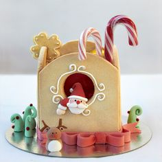 Santa Gingerbread House ~ So cute!