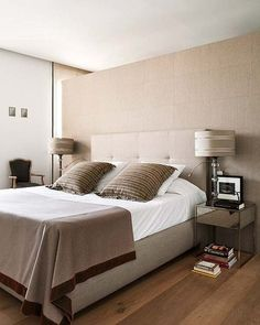Brown bedroom - I like how straight and simetric are the lines. The bed looks very comfortable, too. Home Bedroom, Master Bedroom, Bedroom Decor, Appartement Design, Brown Interior, Living Styles, Apartment Interior Design, Suites, Trendy Home