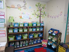 """I love this teacher's library set-up. All of the books are organized by topic. When children are done with the books, they put them back into the return bin and then the teacher's """"librarians"""" for that week put the books back where they go. 6374"""