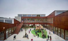 Construído pelo Moke Architecten na Bonheiden, Belgium na data 2015. Imagens do Thijs Wolzak. Este projeto é vencedor de um concurso, onde o arquiteto premiado foiGianni Cito. Na data da entregado concurso e d...